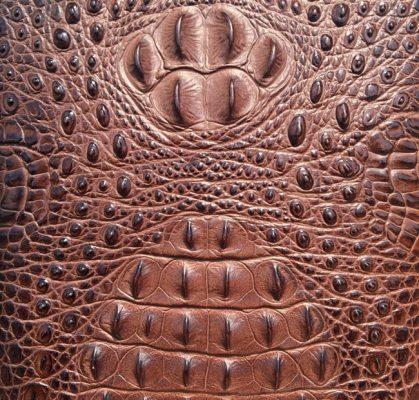 Vân da cá sấu được làm từ chất liệu nhân tạo