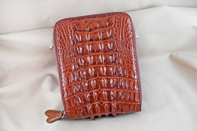 Túi đeo da cá sấu Sanba nâu đỏ gai
